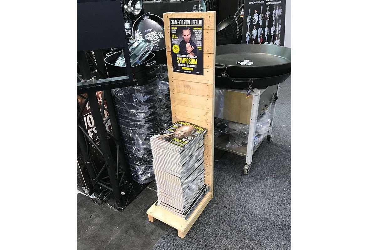 Katalogständer Holz A4 OMAHA - Anwendung