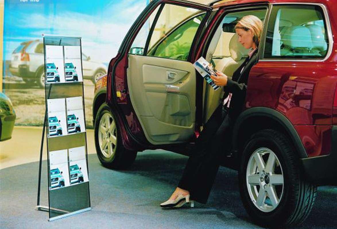 Prospektständer aufrollbar Expand BrochureHholder - Autohaus